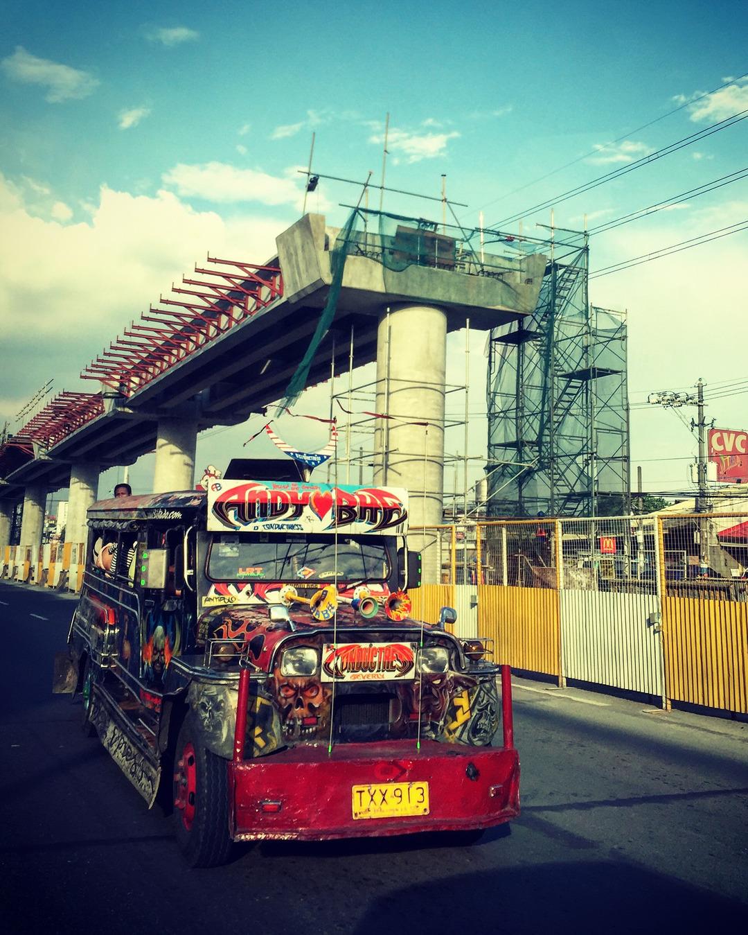 Jeepney en las calles de Cebu. Guía de Cebu que ver y hacer