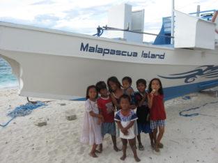 Niños en la isla de Malapascua