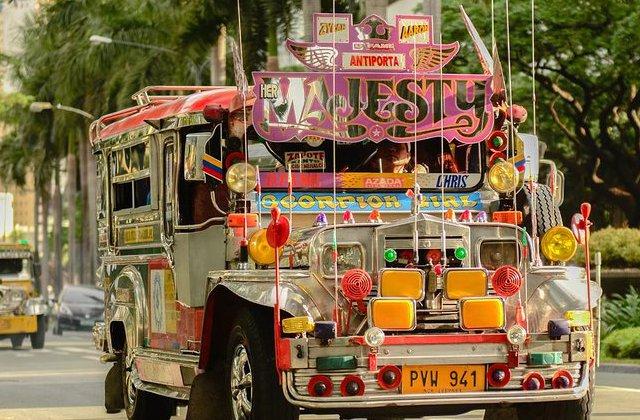 Jeepney, uno de los transportes típicos de Filipinas