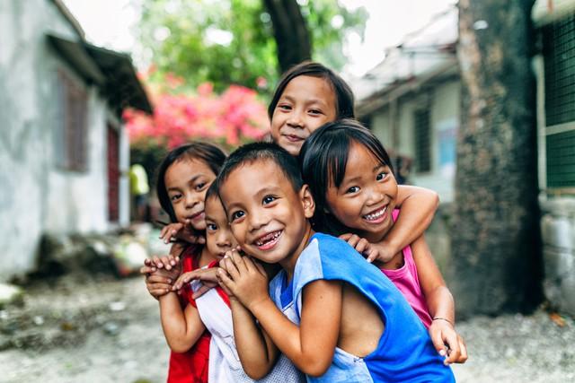Niños que viven en pobreza extrema en Manila, una de las cosas que quizás no sabías de Filipinas