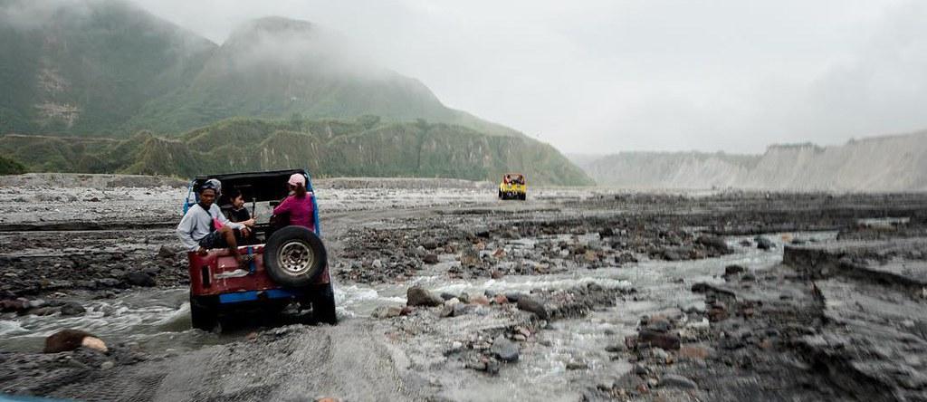 Vista del volcan Pinatubo entre los volcanes de Filipinas